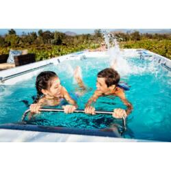 Gyerekek a swim spaban